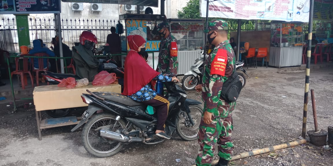 Koramil 06/SH Lakukan Himbauan Prokes di Pasar Tadisional