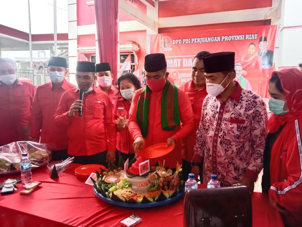 Pecahkan Rekor Muri Zoom Meeting, PDI Perjuangan Riau Bagi-bagi Tumpeng dan Tanam Pohon Peringati HU