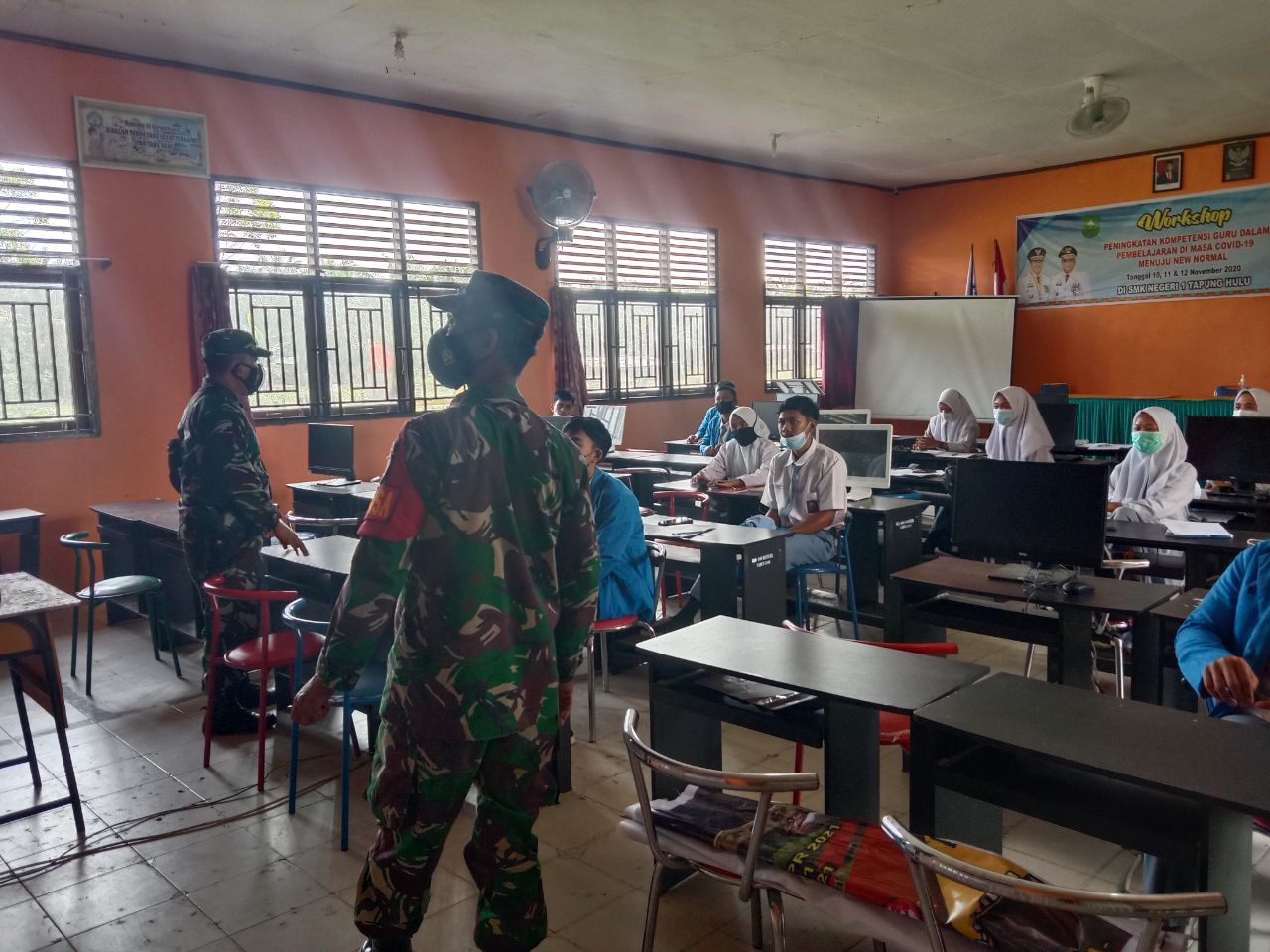 Tingkatkan Minat Menjadi TNI-AD, Babinsa Koramil 16/Tapung Sosialisasikan Kepada Pelajar