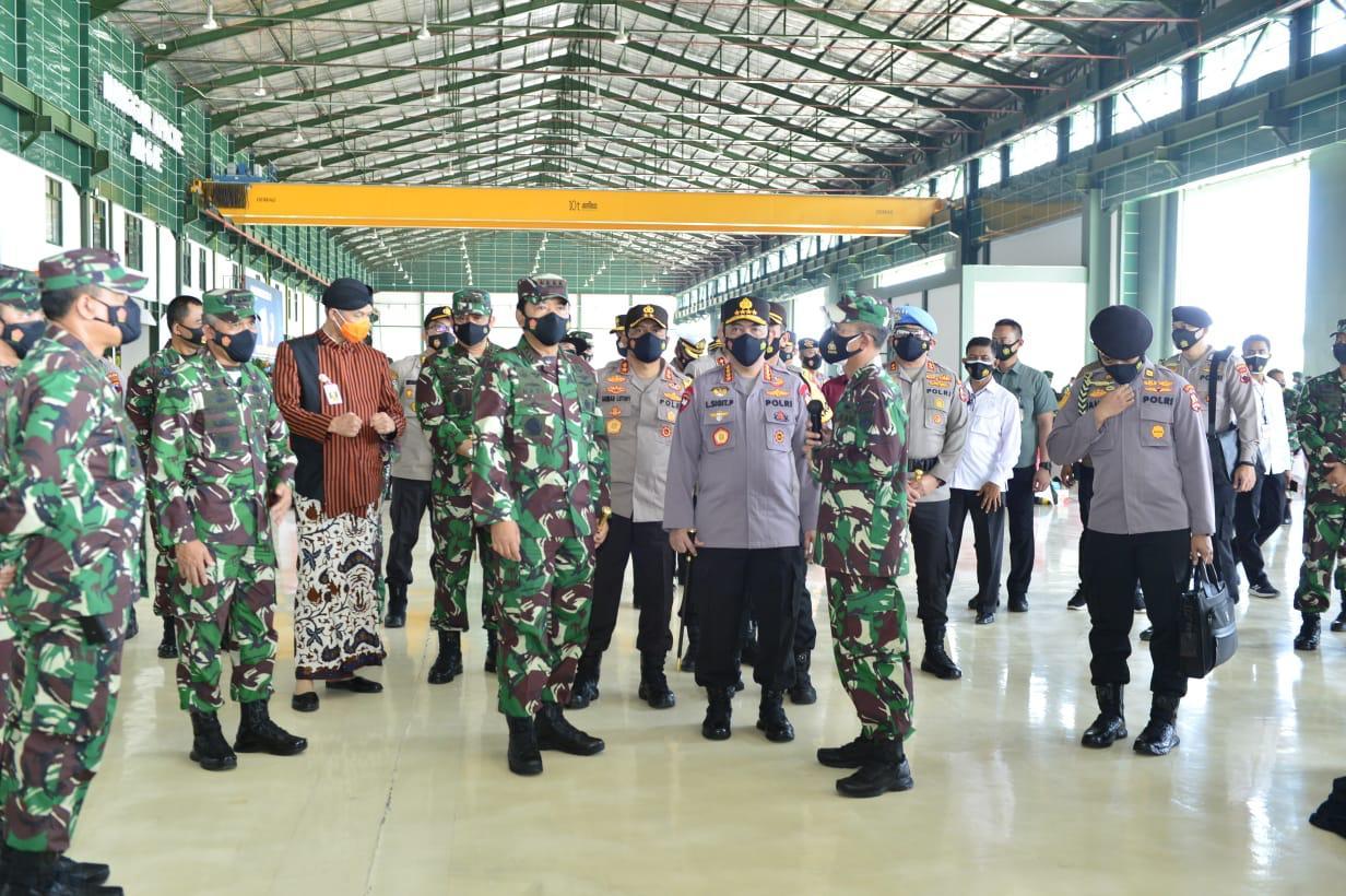 Panglima TNI dan Kapolri Tinjau Vaksinasi Ribuan Anggota untuk Kesiapan Pengamanan Lebaran