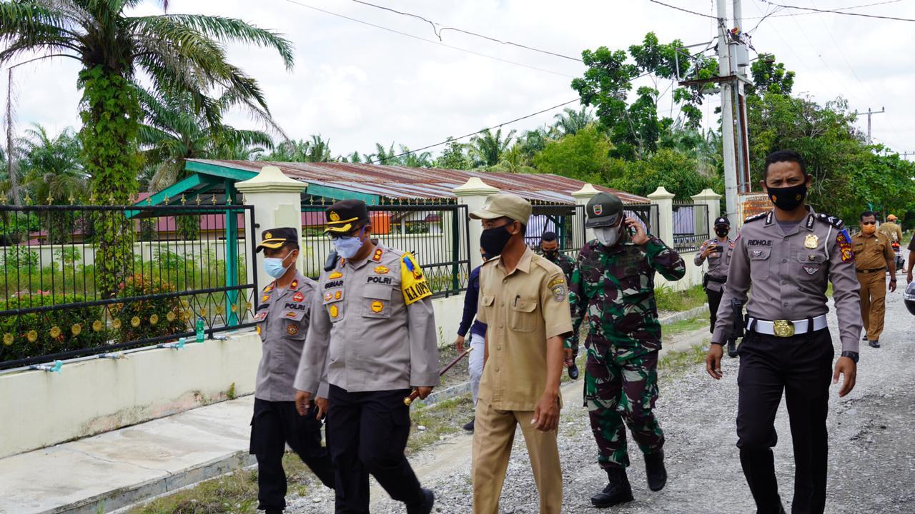 Kapolres Siak Cek Posko PPKM Di Kampung Sialang Sakti Kecamatan Dayun