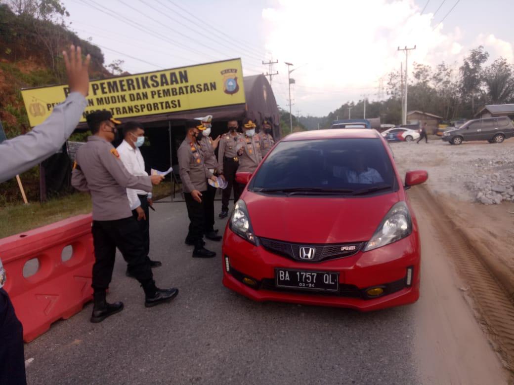 Kapolres Kampar Tinjau Pos Penyekatan Mudik Lebaran di Dekat Perbatasan Riau-Sumbar