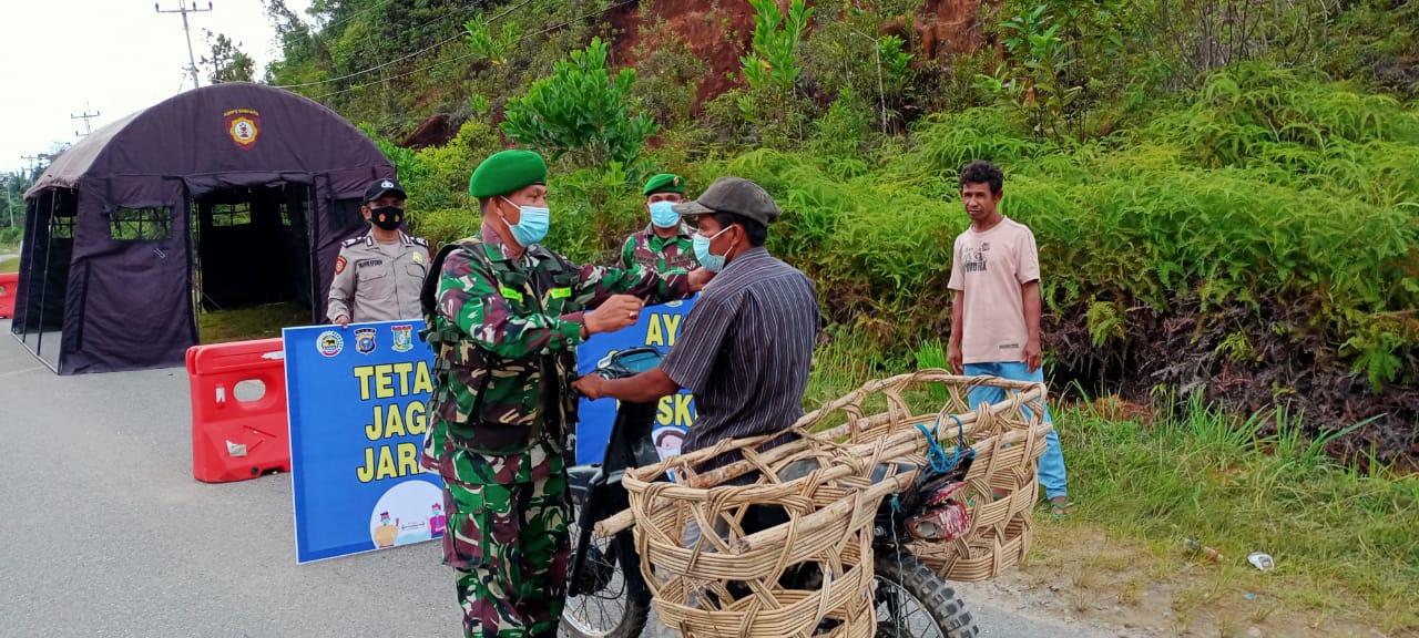 Koramil 12/XIII Koto Kampar Bersama Polsek Lakukan Penertipan Masker Bagi Pengendara