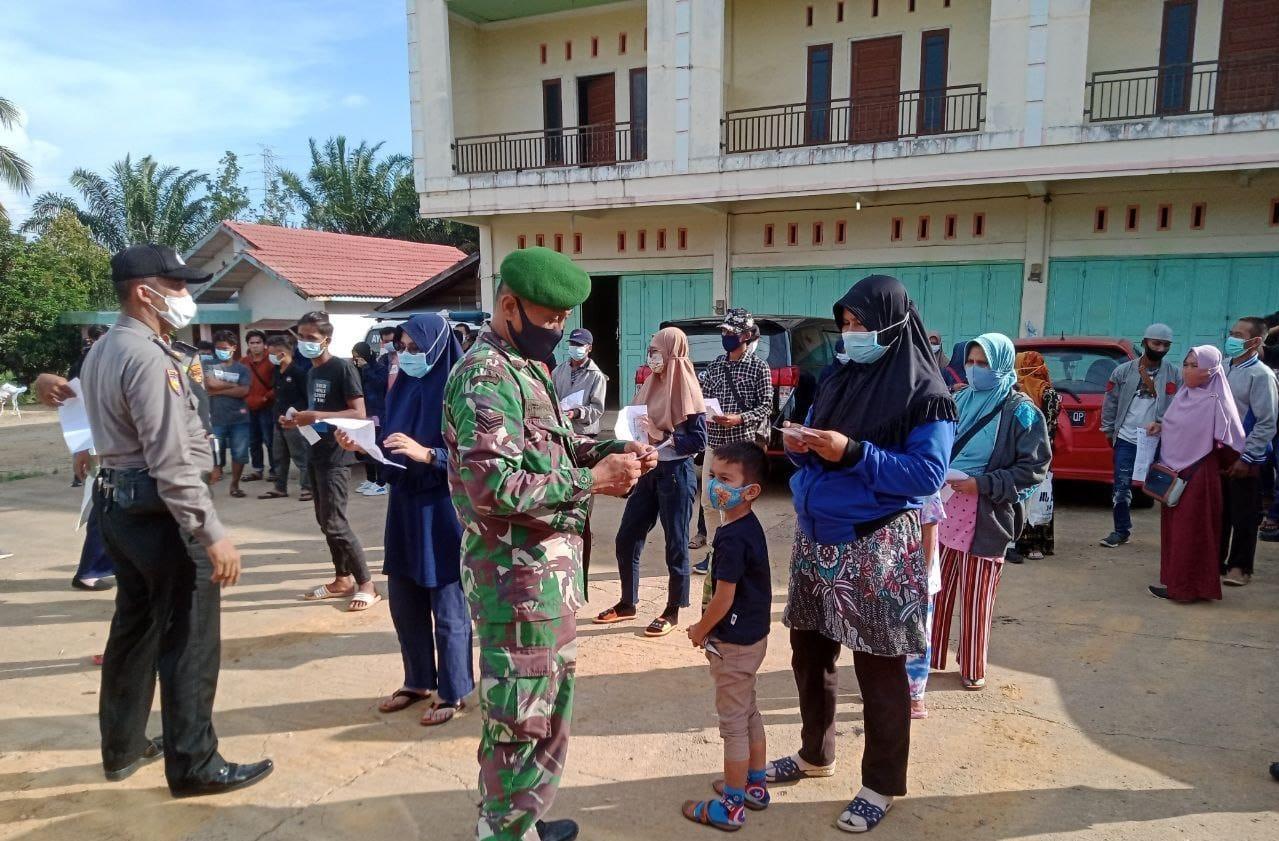 Bersama Tim Gabungan, Babinsa Koramil 04/PKL Kuras Perketat Larangan Mudik Lebaran