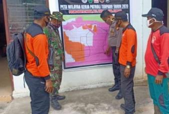 Cegah Karhutla Bhabinkamtibmas Polsek Tapung Bersama Babinsa, MPA dan Manggala Agni lakukan Patroli