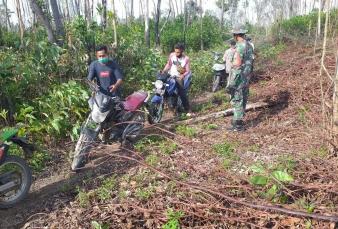 Babinsa Koramil 04/Pkl Kuras Bersama Tim Gabungan Patroli dan Sosialisasikan Dampak Karhutla