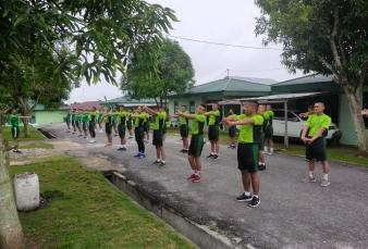 Pelihara Kebugaran Jasmani, Perajurit dan Pns Kodim 0313/Kpr Laksanakan Lari Aerobik di Lapangan Mak