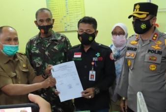 Wakili Dandim 0313/Kpr Pasipers Saksikan Penerimaan 2400 Vaksin Covid 19 Kepada Dinkes Kampar