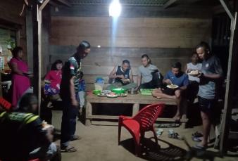 Makan Malam Bersama Orang Tua Asuh, Satgas TMMD ke-110, Serasa Bersama Keluarga