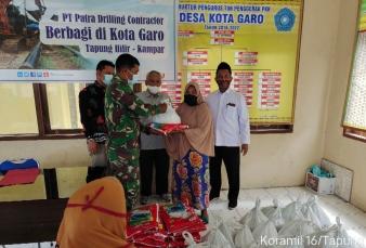Peduli Dengan Sesama, Babinsa Koramil 16/Tapung Dampingi PT. PDC Pertamina Dampingi Bagi Sembako