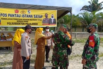 TNI Polri Himbauan Protokol Kesehatan di Pos Pantau PPKM di Kecamatan Pelalawan