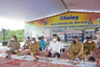 Bupati Kampar Dampingi Kunjungan Wamen ATR/BPN RI Dalam Percepatan Perubahan Fungsi Kawasan HPK Menj