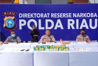 Kapolda Ekspos Penangkapan 19 Kg Sabu dan 500 Butir Pil Ekstasi Di Jajaran Polda Riau