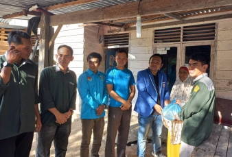 DPD KNPI KAMPAR Bersama IMA KAKAH Salurkan Bantuan Kepada Lansia di Kampar Kiri Tengah